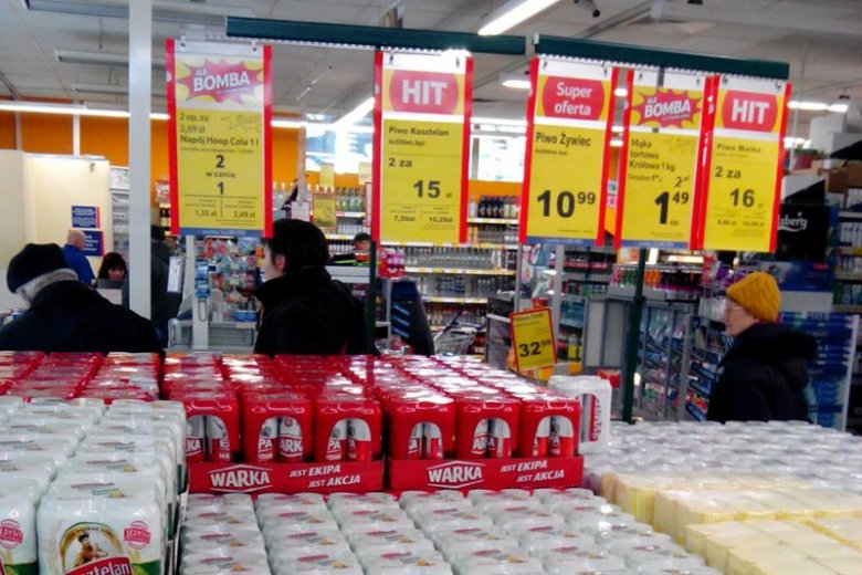 Piwa potrafią kosztować mniej niż 2 złote za puszkę