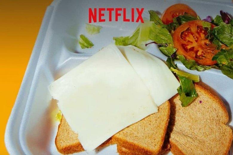 Zamiast wykwintnego jedzenia, uczestnicy dostali kanapki z serem