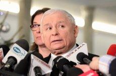 """Tych słów Kaczyńskiego miał nikt nie usłyszeć. Kamery zarejestrowały, jak traktuje """"swojego""""ministra"""