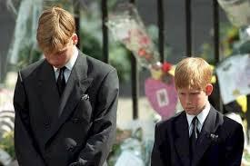 William i Harry w orszaku żałobnym ich Mamy, wrzesień 1996