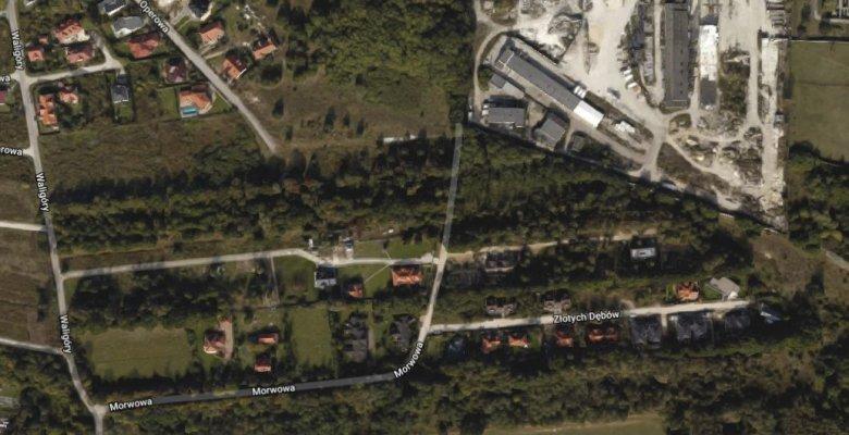 Na terenie leśnym, powyżej ulic Morwowej i Złotych Dębów, już poza widocznym terenem Zakładu Karnego, ma powstać uczelnia Służby Więziennej.