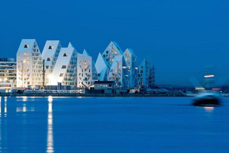 Nowoczesne osiedle Iceberg w Aarhus zaprojektowane przez JDS Architects inspirowane kształtem pływających gór lodowcowych