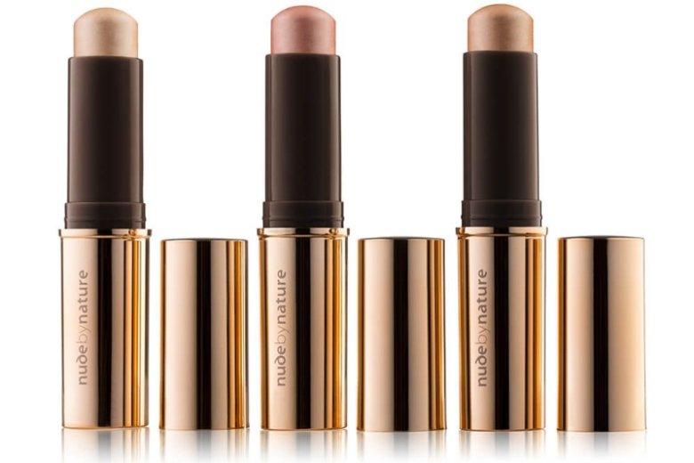 Rozświetlacze Nude by Nature to gwarancja perfekcyjnego i modnego makijażu