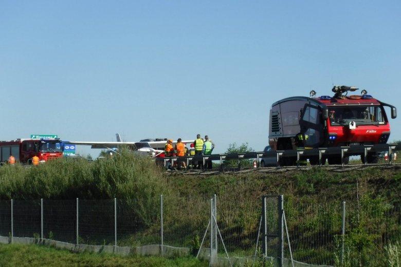 Awionetka wylądowała dziś awaryjnie na autostradzie A4
