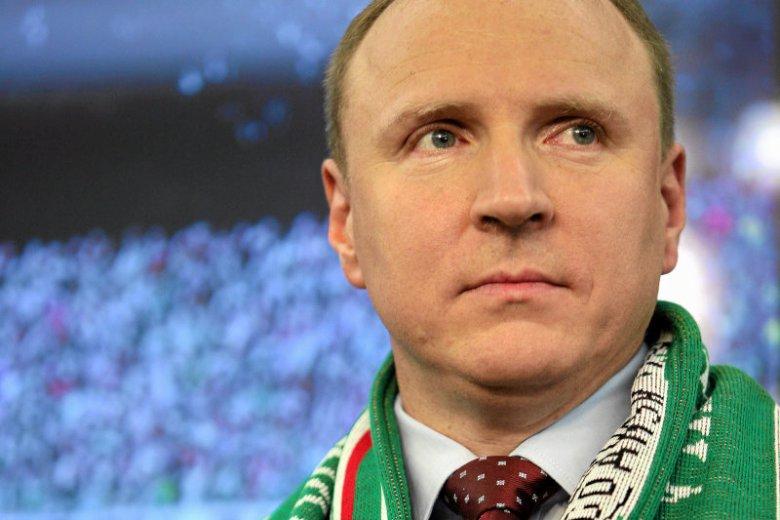 Jacek Kurski przyszedł na stadion Legii z flaga i szalikiem Lechii Gdańsk.