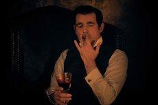 "Claes Bang jest najjaśniejszym punktem serialu ""Drakula"""