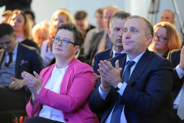 Platforma Obywatelska zleciła sondaż poparcia partii politycznych. Spada PiS, wzrasta Kukiz'15. Pierwszy raz uwzględniono koalicję PO i Nowoczesnej.
