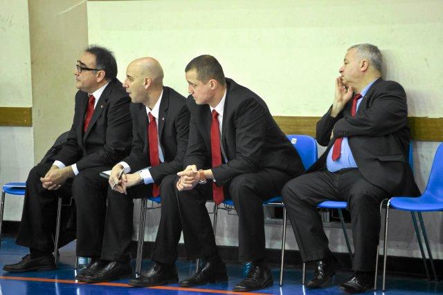 Za obrazę Jarosława Kaczyńskiego został zawieszony w funkcji prezesa. Piotr Dunin-Suligostowski (pierwszy z prawej) ostro napisał i zarząd TS Wisła Kraków również łagodny dla niego nie był.