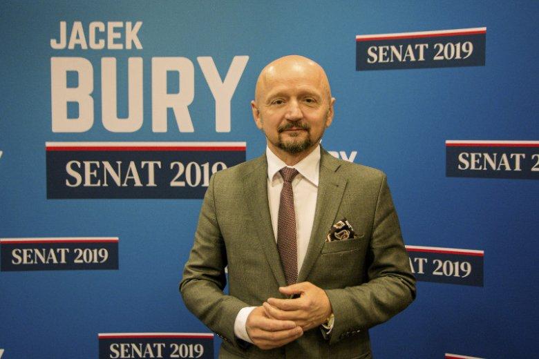 Jacek Bury mówi, że najlepiej czuje się w tematach gospodarczych i związanych z edukacją.