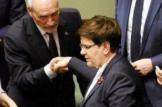 Po wczorajszym wystąpieniu Antoni Macierewicz nie mógł nadziękować się premier Beacie Szydło za to, że w jego obronie zaatakowała Unię Europejską.