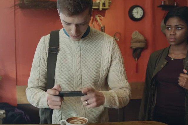 Hipsterska kultura kawowa obśmiane w reklamie McDonald's.