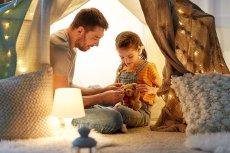 Prezentujemy pomysły na wspólne spędzanie czasu przez rodziców i dzieci w domu.