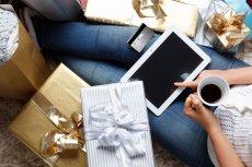 Pocztowcy przestrzegają, by nie zostawiać  zakupu prezentów w sieci na ostatnią chwilę.