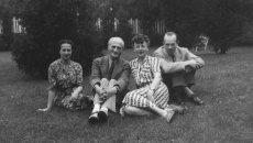 Od lewej: Irena Tuwim, Julian Tuwim z żoną Stefą i Julian Stawiński, mąż Ireny. Toronto, 1945