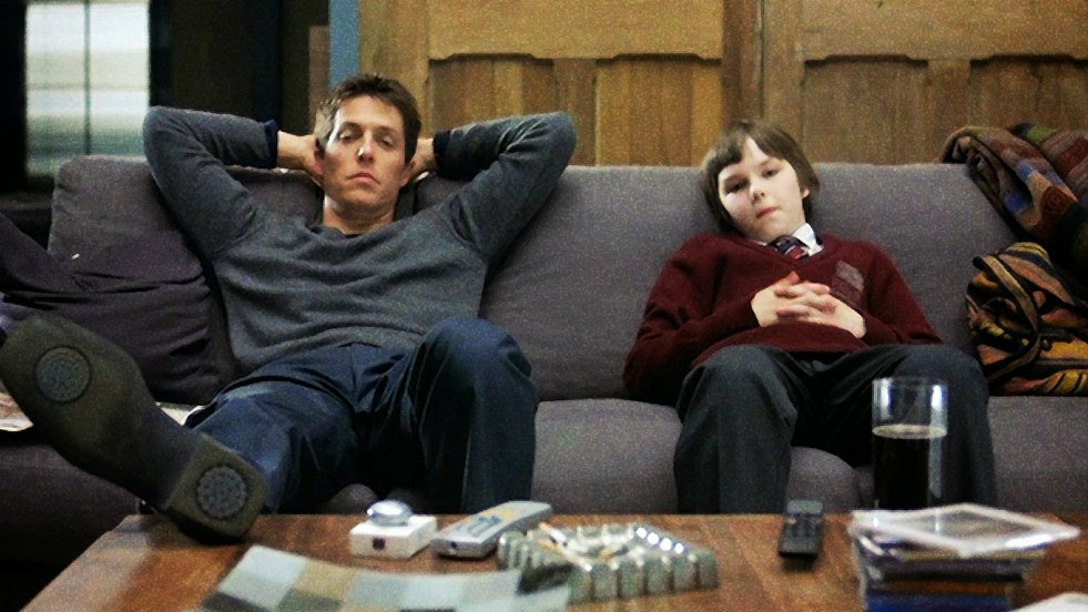 """Hugh Grant w filmie """"Był sobie chłopiec"""" z 2002 roku"""