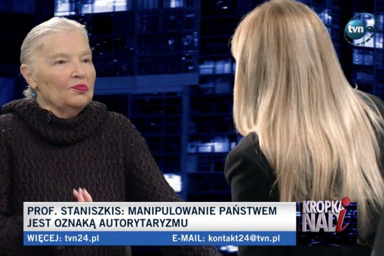"""Jadwiga Staniszkis ostro skrytykowała PiS w """"Kropce nad i"""". Nazwała stan państwa """"nieudolnym autorytaryzmem""""."""