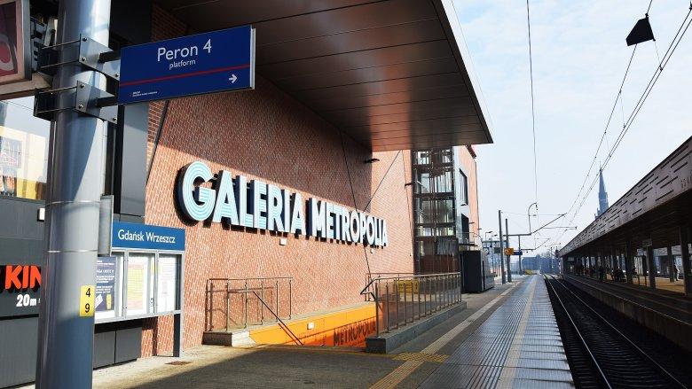 Do niedawna Galeria Metropolia nie czerpała zbyt wielu korzyści z położenia właściwie na peronie kolejowym. Wszystko zmieniło się po wprowadzeniu zakazu handlu w niedziele.