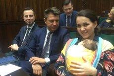 Posłanka Nowoczesnej - Kornelia Wróblewska w Sejmie pojawia się z dzieckiem.