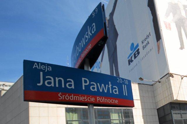 Policzyliśmy, ile będzie ulic Jana Pawła II w Warszawie, gdy PiS włączy do stolicy 32 gminy. Szykuje się niezły chaos.