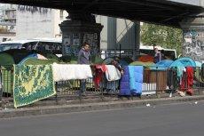 Paryż, imigranci mieszkający pod mostem