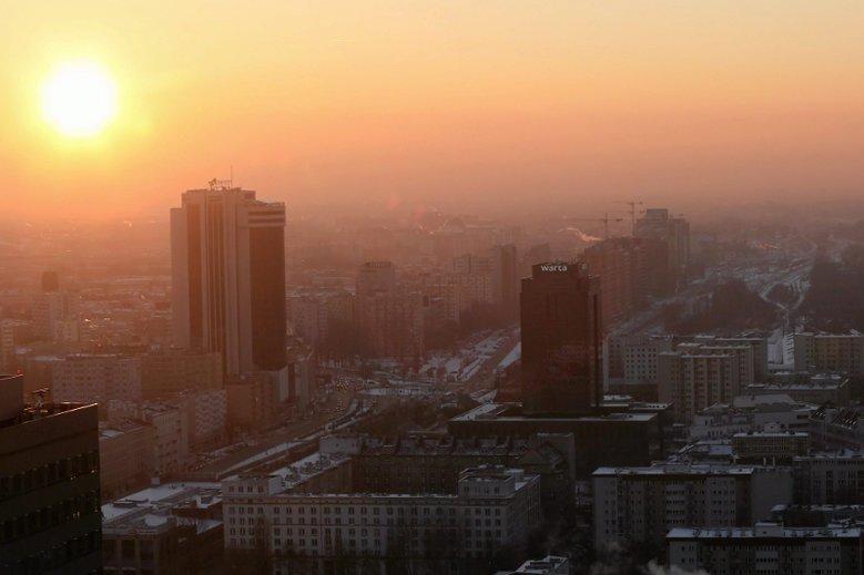 Tak wygląda smog nad Warszawą.