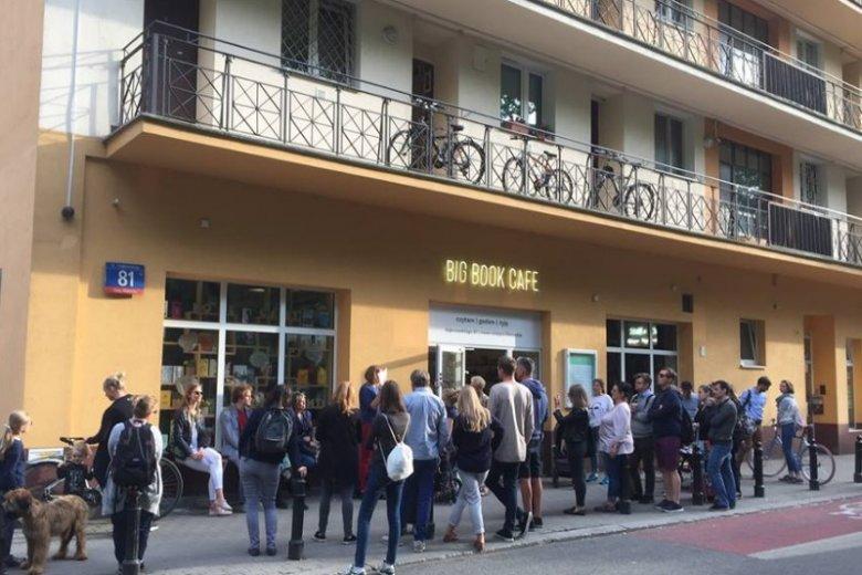 Big Book Cafe to wyjątkowe centrum literackie w Warszawie. Napijemy się tu kawy w otoczeniu mnóstwa książek. Organizowane wydarzenia specjalne przyciągają tłumy