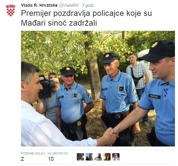 Premier Zoran Milanović wita się z policjantami