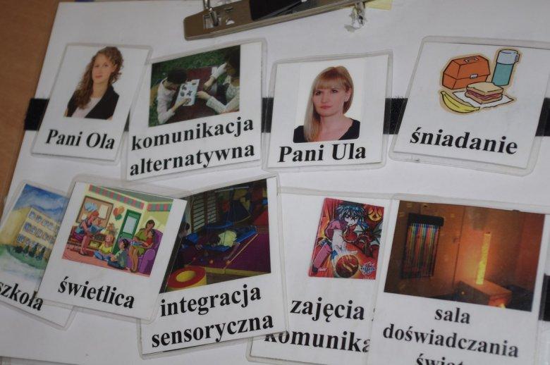 Niezbędnik Adriana, czyli pierwsza strona segregatora służącego do komunikacji
