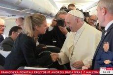 Dziennikarka TVP wręczyła papieżowi góralski kapelusz - w imieniu prezydenta Dudy.