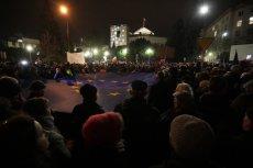 Tysiące ludzi przyszło dziś pod Sejm zaprotestować przeciwko nowelizacji ustawy o sądach powszechnych i SN.