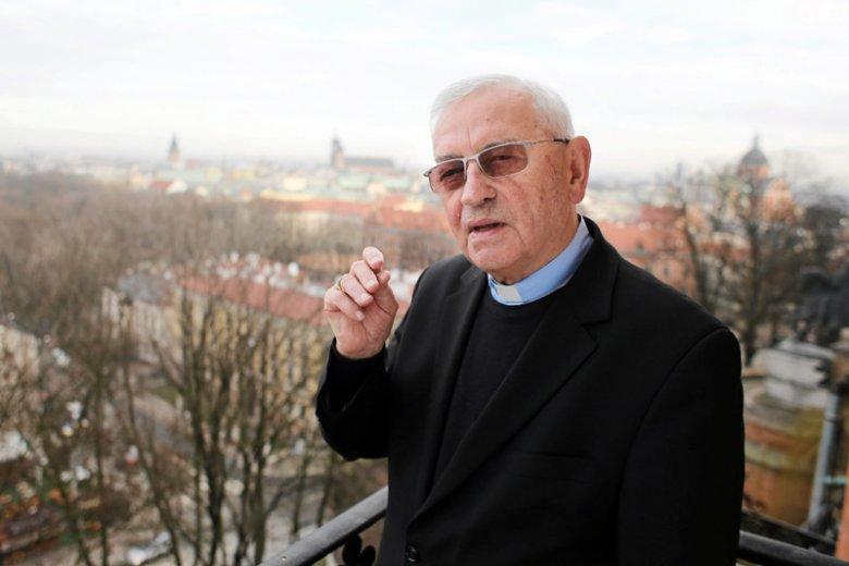 Zdaniem bp. Tadeusza Pieronka, w Boże Narodzenie trzeba za wszelką cenę uciekać od tematów politycznych, bo zepsują one święta.