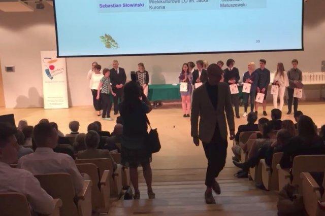 Uczeń, laureat olimpiady przedmiotowej, odmówił odebrania nagrody od miasta stołecznego Warszawy.