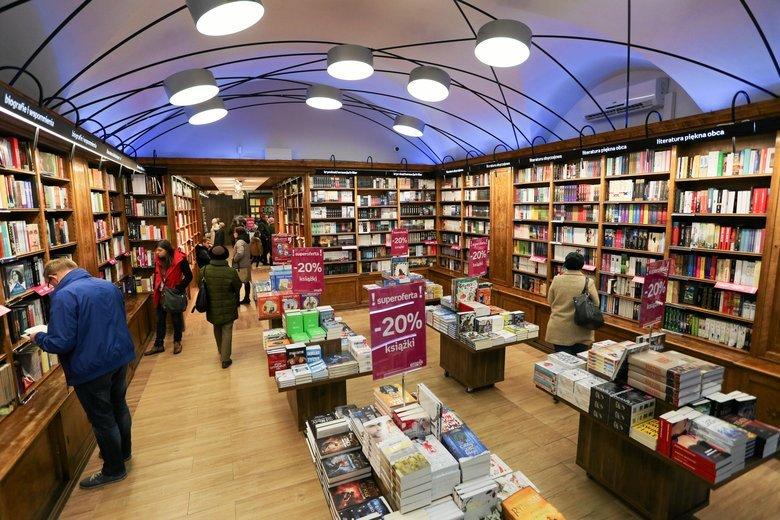 Na listę bestsellerów Empiku trafiło sporo książek o tematyce Holocaustu, Auschwitz i ogromach Żydów dokonanych przez Polaków