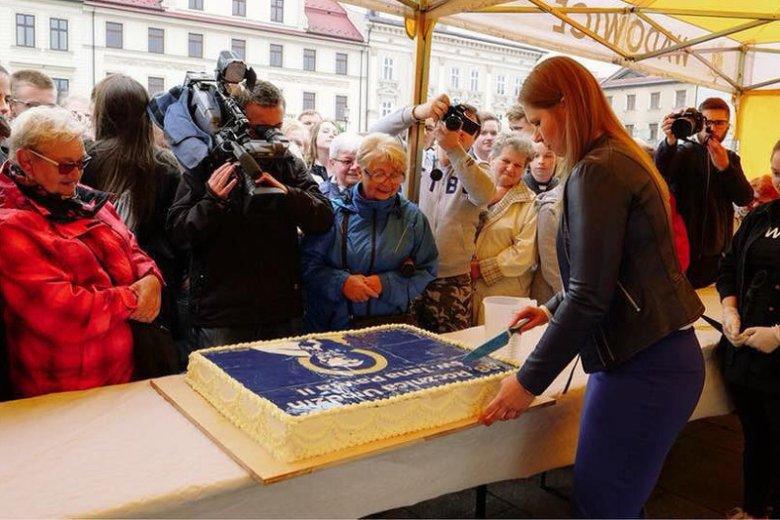 Pokrojenie tego tortu miało być obrazą uczuć religijnych.