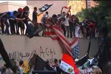 Protestujący w Egipcie zniszczyli amerykańską flagę