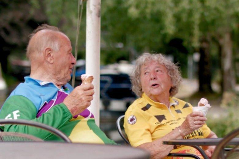 Tej parze daleko do stereotypowych staruszków. Mają lepszą kondycję niż niejeden 30-latek!