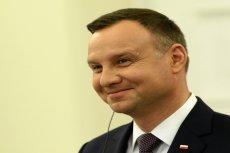 Andrzej Duda nie porzuca kijków nawet w letnią pogodę.