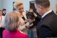 Pani Teresa dostała od pary prezydenckiej szczeniaka.