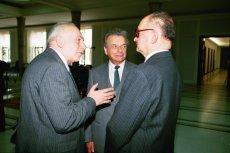 Zdjęcie z 1996 r., gdy sejmowa komisja odpowiedzialności konstytucyjnej wezwała autorów stanu wojennego. Od lewej generałowie Janiszewski, Kiszczak i Jaruzelski.
