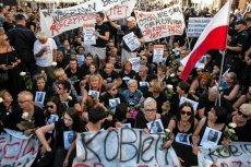 Protestujący zablokowali trasę przemarszu marszu ONR.