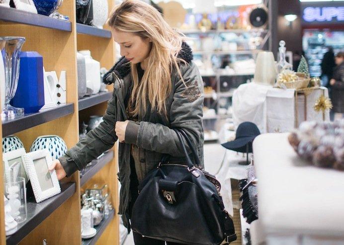 W Zara Home można znaleźć proste i niedrogie ramki do fotografii.