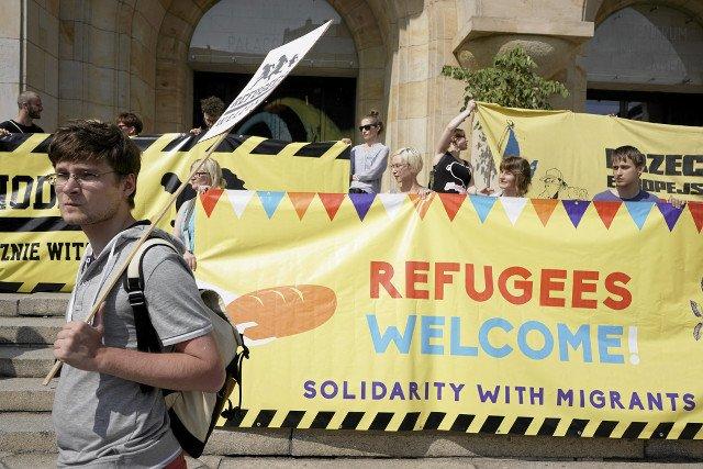 """""""Uchodźcy mile widziani"""" – manifestacja na rzecz przyjęcia uchodźców 12 września w Warszawie"""