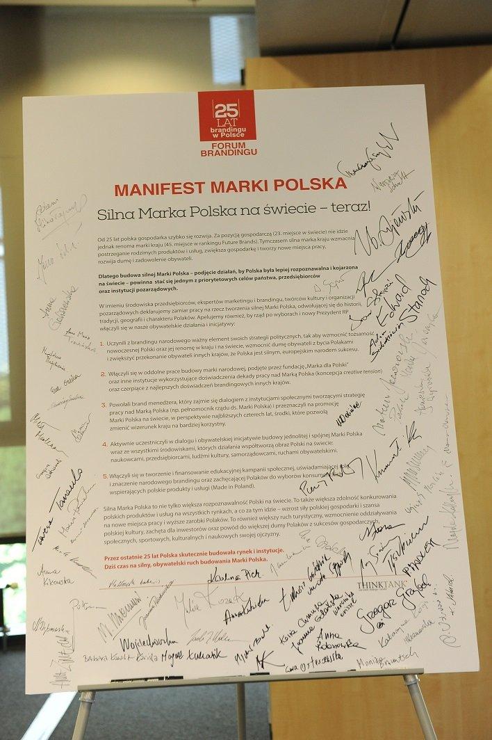 """Manifest """"Marka dla Polski"""" z widocznymi podpisami"""