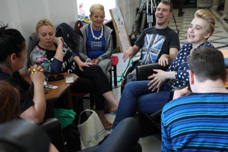 1 maja mija 14. dzień protestu rodziców osób niepełnosprawnych w Sejmie.