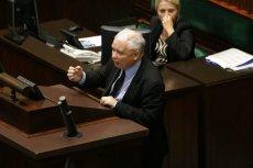 """Jarosław Kaczyński """"bez żadnego trybu"""" wszedł na mównicę sejmową i oskarżył posłów opozycji o to, że zabili mu brata."""
