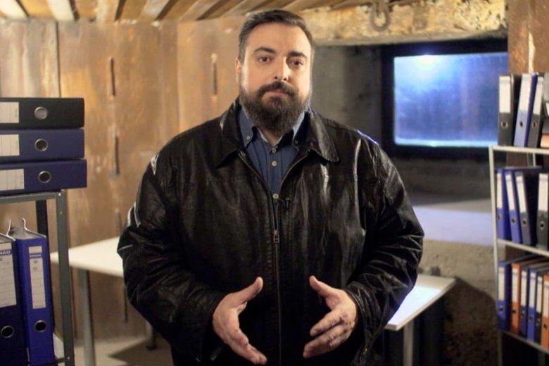 """Tomasz Sekielski, autor serialu dokumentalnego """"Teoria spisku""""."""