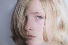 W Polsce opieka psychologiczna i psychiatryczna nad dziećmi i młodzieżą jest w opłakanym stanie. W szczególnie trudnej sytuacji są najmłodsze osoby transpłciowe, u których pod wpływem przemocy otoczenia pojawiają się skłonności samobójcze.