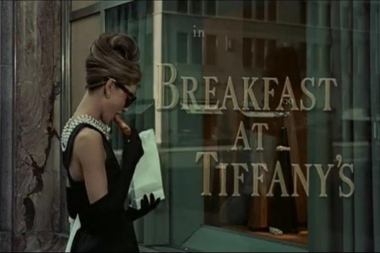"""Słynna scena z filmu """"Sniadanie u Tiffany'ego"""""""