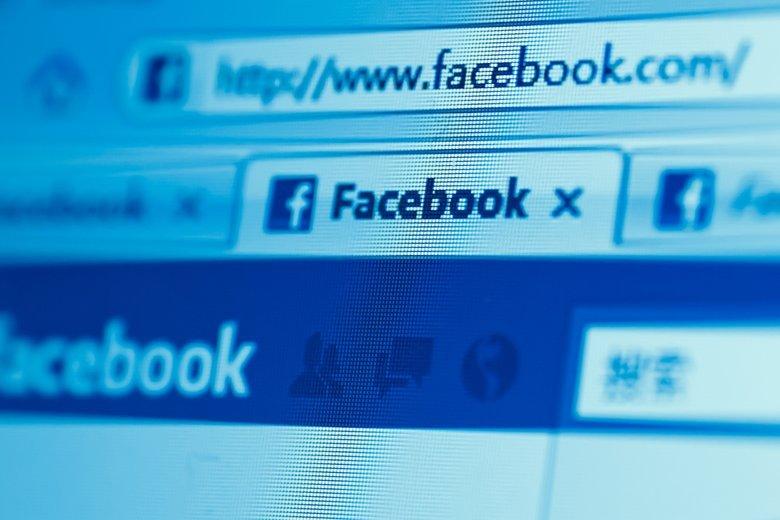 Urząd Ochrony Danych Osobowych postanowił wytłumaczyć Polakom, że publikowanie oświadczeń na FB jest bez sensu.