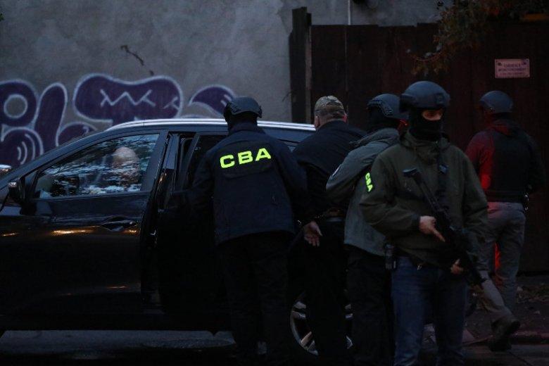 Jeszcze nigdy CBA nie prowadziło takiej rekrutacji – zatrudni aż pół tysiąca osób. Na zdjęciu akcja CBA przy pl. Trzech Krzyży w Warszawie.